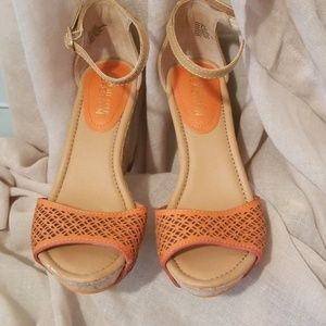 Kenneth Cole Reaction tangerine ankle wedge 6